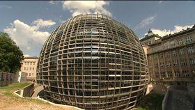 Здание Института органической химии и биохимии АН ЧР, Фото: ЧТ24