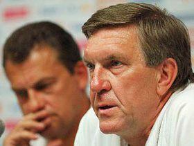 Jirí Fousek (a la izquierda) y Petr Krejcí, los médicos de los futbalistos checos (Foto: CTK)