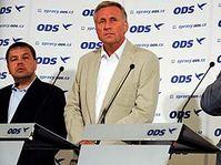 De izquierda: Petr Tluchoř, Mirek Topolánek y Alexandr Vondra (Foto: CTK)