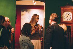 С гостями на вернисаже, фото: Виктория Гавриленко