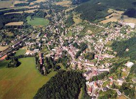 Luftaufnahme von Dolní Poustevna (Foto: www.dolnipoustevna.cz)