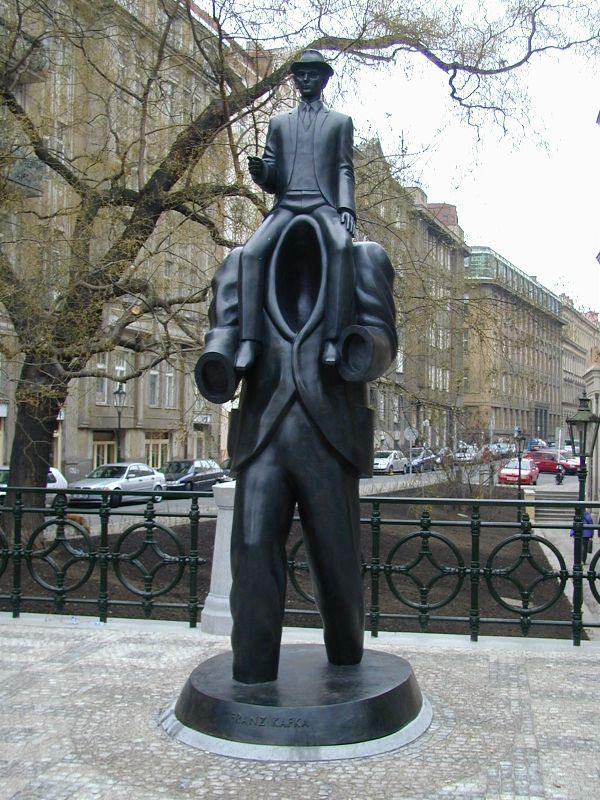 Escultura de Kafka construida por Róna, foto: Jana Šustová