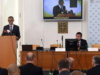 Jan Hamáček (a la derecha) inauguró con Andrej Babiš la reunión interanual de los jefes de las misiones diplomáticas checas, foto: ČTK / Michal Krumphanzl