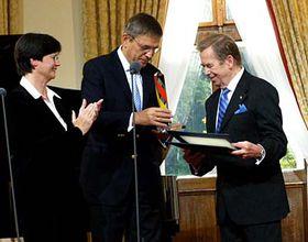 Václav Havel receiving the Point Alpha Award, photo: Gerald Schubert