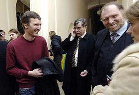 Tomás Pitr (a la izquierda) con su abogado, Tomás Sokol (Foto: CTK)