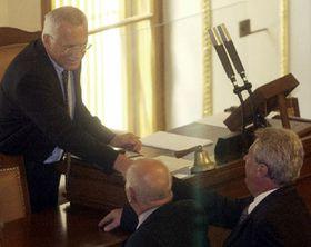 Первое заседание парламента нового созыва было последним, которое вел Вацлав Клаус. Фото ЧТК.