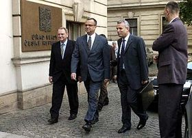 De izquierda: Jan Kasal, Miroslav Kalousek y Karel Kühnl (Foto: CTK)