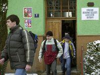 La escuela donde un joven mató a su profesor en la clase, foto: CTK