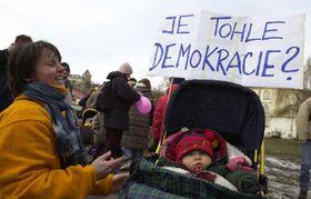 Акция протеста акушерок (Фото: ЧТК)