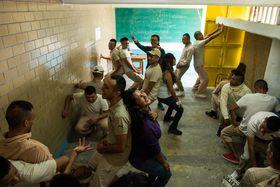 Méndez y  voluntarios, trabajando con gente de la prisión. Archivo personal de Fernando Fuentes