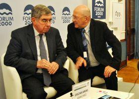 Oscar Arias Sánchez (a la izquierda) y Freddy Valverde, foto: Marta Guzmán