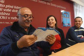 Ранее прибывшие в Чехию беженцы из Ирака на пресс-конференции, Фото: ЧТК