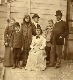 Antonín Dvořák with his family, J. J. Kovařík in the center, photo: Antonín Dvořák Museum