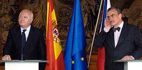 Karel Schwarzenberg y Miguel Ángel Moratinos (Foto: CTK)