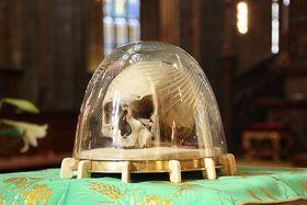 Le crâne de Saint Adalbert à la cathédrale de Saint-Guy, photo:  Pelz, CC BY-SA 3.0