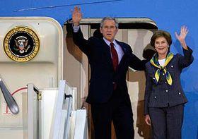 George W.Bush y su esposa en Praga (Foto: CTK)