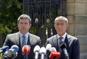 Jan Hamáček y Andrej Babiš, foto: ČTK/Říhová Michaela