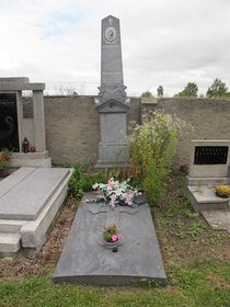 The grave of Benedict Roezl in Panenský Týnec, photo: Gortyna, CC 3.0 license