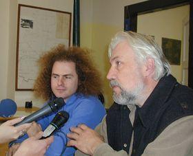 Член общества «Kravin» Ондржей Зима и глава поселка Владимир Вытиска