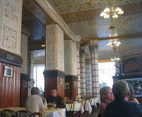 Café Imperial, photo: Andreas Praefcke, CC BY 3.0 Unported