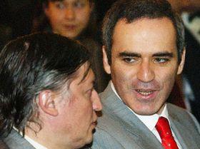 Гарри Каспаров (направо) и Анатолий Карпов (Фото: ЧТК)