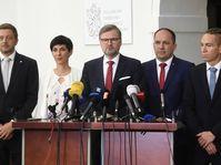 De izquierda: Vít Rakušan (STAN), Markéta Pekarová Adamová (TOP 09), Petr Fiala (ODS), Marek Výborný (KDU-ČSL) e Ivan Bartoš (Piráti), foto: ČTK/Krumphanzl Michal