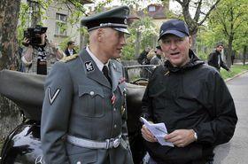 Detlef Bothe (in der Rolle des Heydrich) und Petr Nikolaev in der Hoffmannova-Straße (Foto: ČTK)