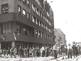 Бои перед зданием Чешского радио, май 1945г., Фото: Архив Чешского радио