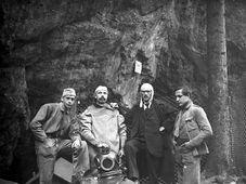 Karel Absolon (2. von rechts) auf dem Grund der Macocha (Foto: Archiv des Mährischen Landesmuseums)