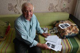 Vzpomínky pana Jirsáka dokumentují staré fotografie z rodinného archivu, foto: Tomáš Vlach, Český rozhlas