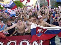 Fanoušci v Bratislavě při přímém přenosu zápasu Rusko - Slovensko, Foto: ČTK