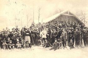 Lyžaři vČechách vroce 1902, foto: Public Domain