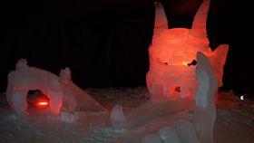 Der Teufel ist die bisher größte Eisskulptur in der Geschichte des Festivals (Foto: Luděk Brhel)