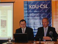 Cyril Svoboda (a la derecha) Foto: Martina Schneibergová