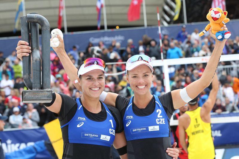 Barbora Hermannová y Markéta Nausch Sluková, foto: ČTK / Petr Sznapka