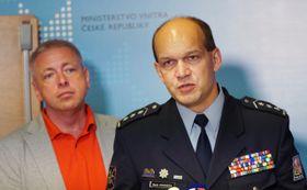 Министр внутренних дел Милан Хованец и первый заместитель президента полиции Мартин Вондрашек (Фото: ЧТК)