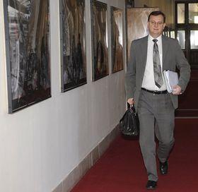 Premiér Petr Nečas přichází na schůzi vlády, foto: ČTK