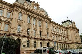 Здание школы «На Сметанце» (Фото: Олег Фетисов)