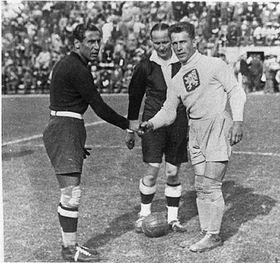František Plánička (a la derecha) 1934, fuente: public domain