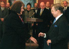 Вацлав Гавел и Элишка Вагнерова (Фото: ЧТК)