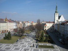 La plaza central T. G. Masaryk con el Ayuntamiento