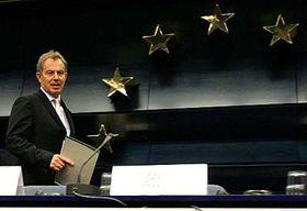 Britský premiér Tony Blair vBruselu po jednání představitelů členských zemí Evropské unie orozpočtu, foto: ČTK