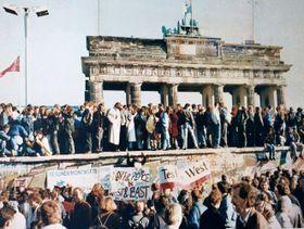La chute du mur de Berlin, photo: Lear 21, Wikimedia CC BY-SA 3.0