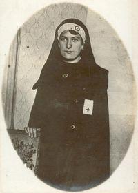 L'infirmière tchèque Marcelline Čapek, engagée volontaire dans la Croix-Rouge, photo : BDIC. F ∆ 2048, association Rovnost