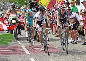 Andy Schleck et son coéquipier Jens Voigt suivis par Alberto Contador, photo: CTK