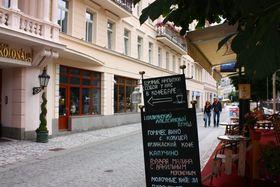 Рекламный стенд в Карловых Варах, Фото: Штепанка Будкова, Чешское радио - Радио Прага
