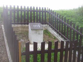 Gedenkstein am Fundort des Münzschatzes in Podmokly (Foto: Miaow Miaow, Public Domain)