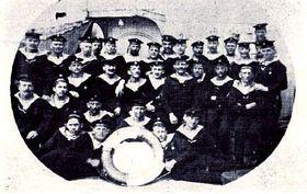 Skupina českých námořníků na palubě křižníku St. Georg