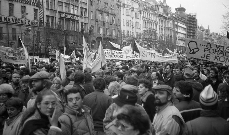 One of the demonstrations on Wenceslas Square during Velvet Revolution, photo: Josef Šrámek ml., CC BY 4.0