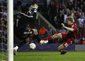 Dirk Kuyt shoots and scores a goal against Chelsea as keeper Petr Cech tries to block during their Champions League semifinal, photo: CTK